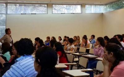 López Gómez disertando en las Jornadas de Violencia de Género y Salud-web