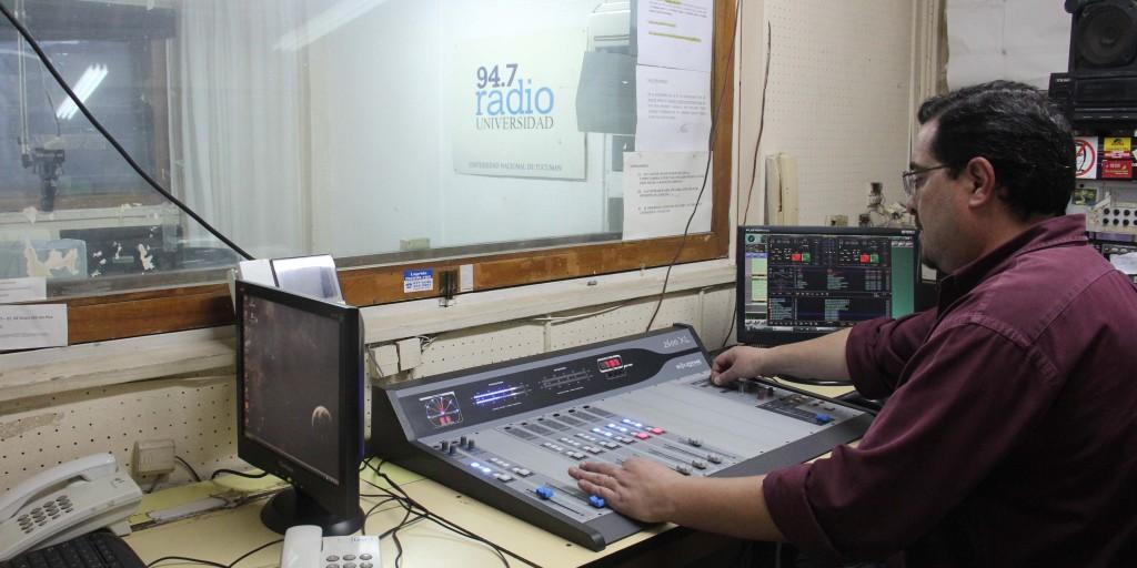 Operador de Radio Universidad-UNT José Saldías