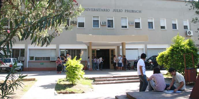Fachada de la Facultad de Filosofía y Letras-web