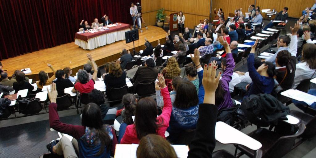 Asamblea_UNT_22-04-15