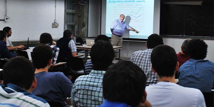 Clase en Ingeniería en Computación-web