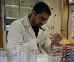 Acuña en laboratorio