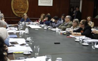 Lectura del documento del CIN durante la sesión-UNT José Saldías
