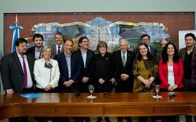 Alicia Bardón junto a Sileoni y Parodi en el Centro Kirchner-para web