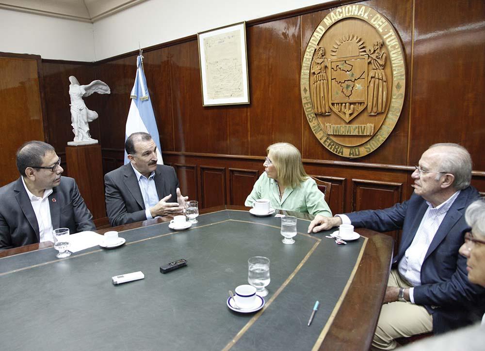 Comisión Hidríca en el Rectorado-Foto Luis Ferrando