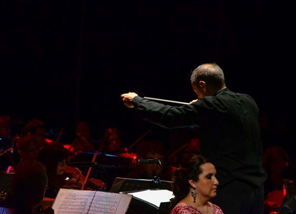 Maestro Buffo en la apertura de la Temporada 2018 - fotografía Orquesta Sinfónica