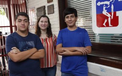 De izquierda a derecha Simón Jiménez, la profesora Pamela Medina y Guillermo Pacheco.