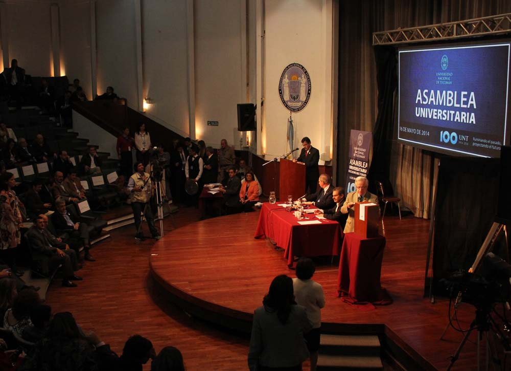 votación asamblea 2014 foto archivo untnoticias josé saldías