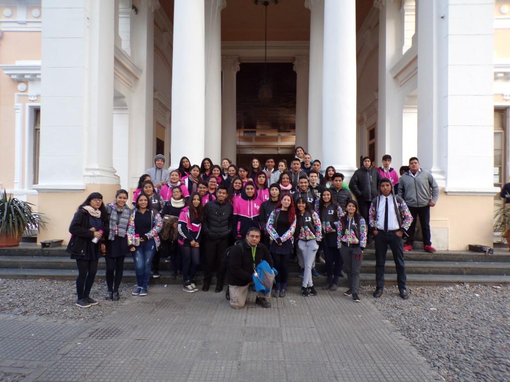 Alumnos de la Escuela Secundaria Barrio Los Pinos en la UNT