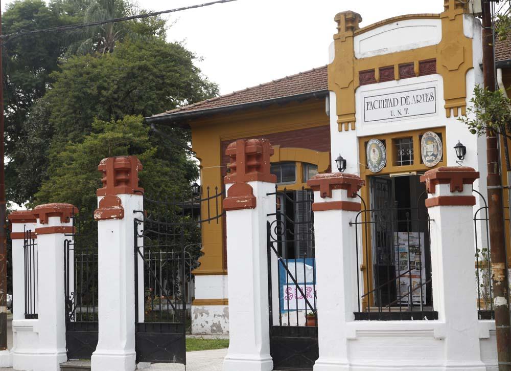 Frente Facultad de Artes - Foto Luis Ferrando