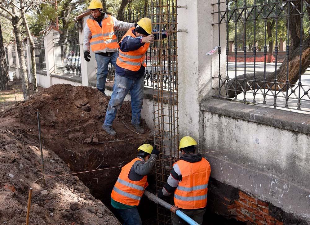 Obras por puente peatonal foto Municipalidad de San Miguel de Tucumán