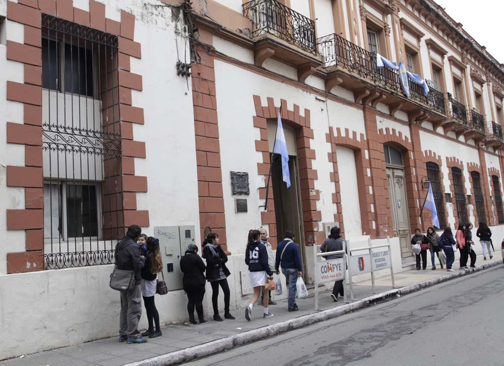 Frente de la Escuela Sarmiento-Fotografía Luis Ferrando