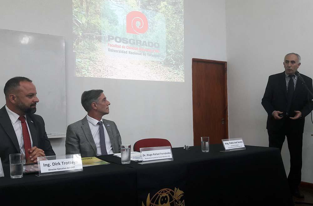 Acto Uso de la Marca Tucumán Foto Secretaría de Posgrado de Ciencias Naturales